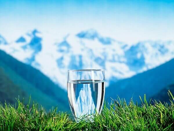 Пейте больше чистой воды для энергетческого заземления