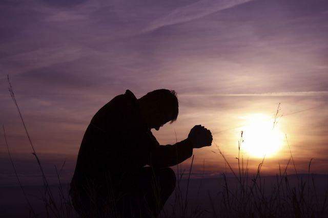 Как душа дает понять, что решила уйти. Разница в реакции на смерть близкого человека души и эго