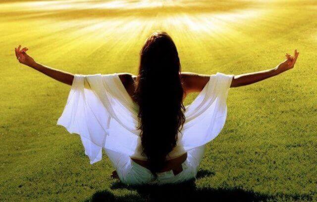 Используйте духовные чтения, благодарность или молитву для улучшения своей энергетики