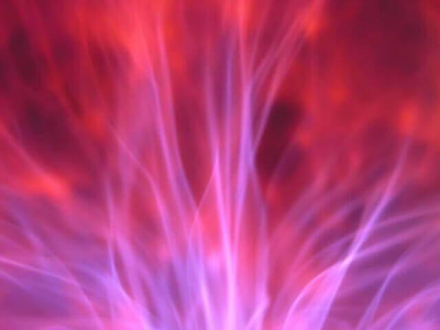 Как защитить себя, находясь среди людей: Защита фиолетовым пламенем