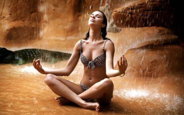 Как защитить себя, находясь среди людей: Водопад