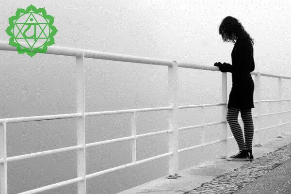 Чем для вас опасно закрытое сердце: Часто это приводит к реальному одиночеству и даже изолированности от людей.
